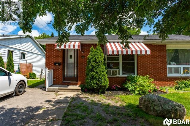 Real Estate -   48 ALEXANDER Avenue, Peterborough, Ontario -